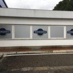 vetrofania argento satinato con logo Truck Garage stampato