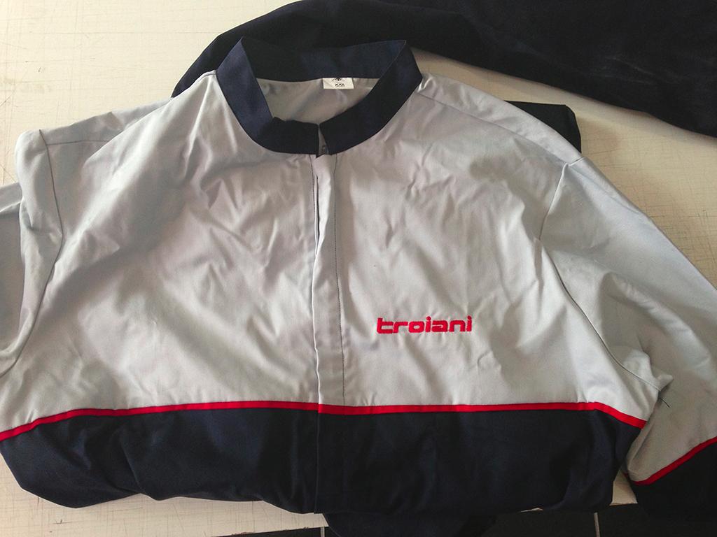 Abbigliamento personalizzato  Tuta da lavoro con loghi aziendali ricamati 1f46825a75d